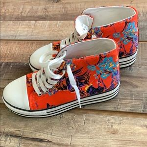 //Urban Outfitters BDG// Floral Platform Hightops